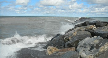 Rock_jetty_at_the_north_entrance_to_the_Keweenaw_Waterway